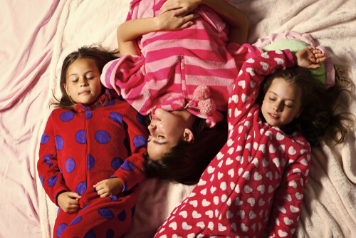 kids sleeping arrangements at christmas sleepover